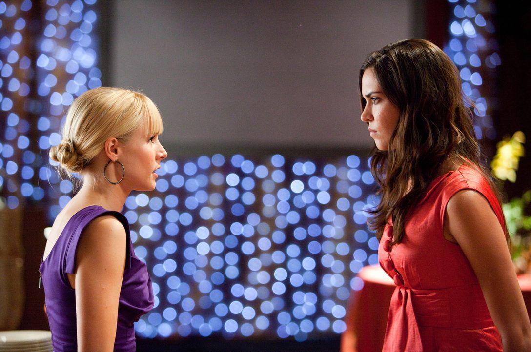 Marni (Kristen Bell, l.) hat eine offene Rechnung mit Joanna (Odette Yustman, r.) zu begleichen ... - Bildquelle: Mark Fellman Touchstone Pictures.  All rights reserved