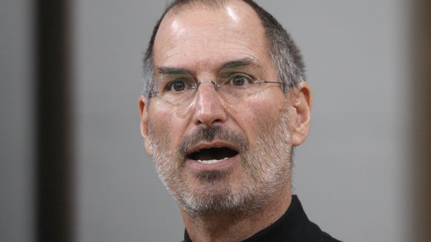 Der schwarze Rollenkragenpullover wird zu Steve Jobs' Markenzeichen.