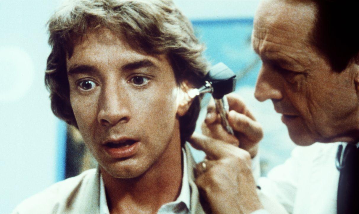 Der schüchterne Supermarkt-Kassierer Jack Putter (Martin Short, l.) zweifelt an seinem Verstand, denn er hört innere Stimmen - doch seine Ohren sind... - Bildquelle: Warner Bros.