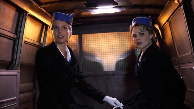 In Moskau werden Bridget (Annabelle Wallis, l.) und Laura (Margot Robbie, l.)...
