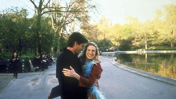 Carrie (Sarah Jessica Parker, l.) hat einen wunderschönen Tag und eine heiße...