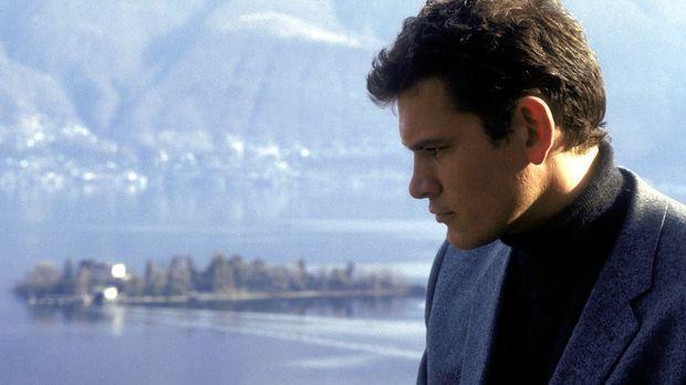 In einem Hotel am Lago Maggiore treffen sich Curt Rinneberg (Götz Otto) und d...