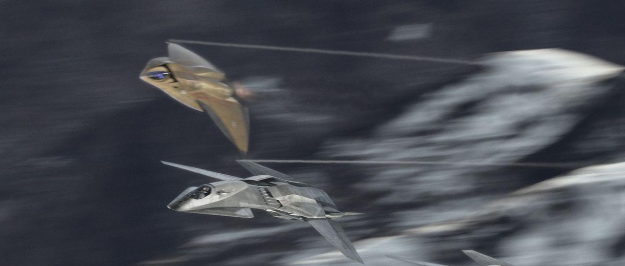 """Seitdem der unbemannte Stealth-Überschallbomber - genannt """"EDI"""" (Extreme Deep Invader) - unmittelbar nach einer erfolgreichen Mission von einem Blit... - Bildquelle: 2005 Columbia Pictures Industries, Inc. All Rights Reserved."""