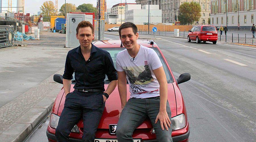 Stars in Cars mit Tom Hiddleston