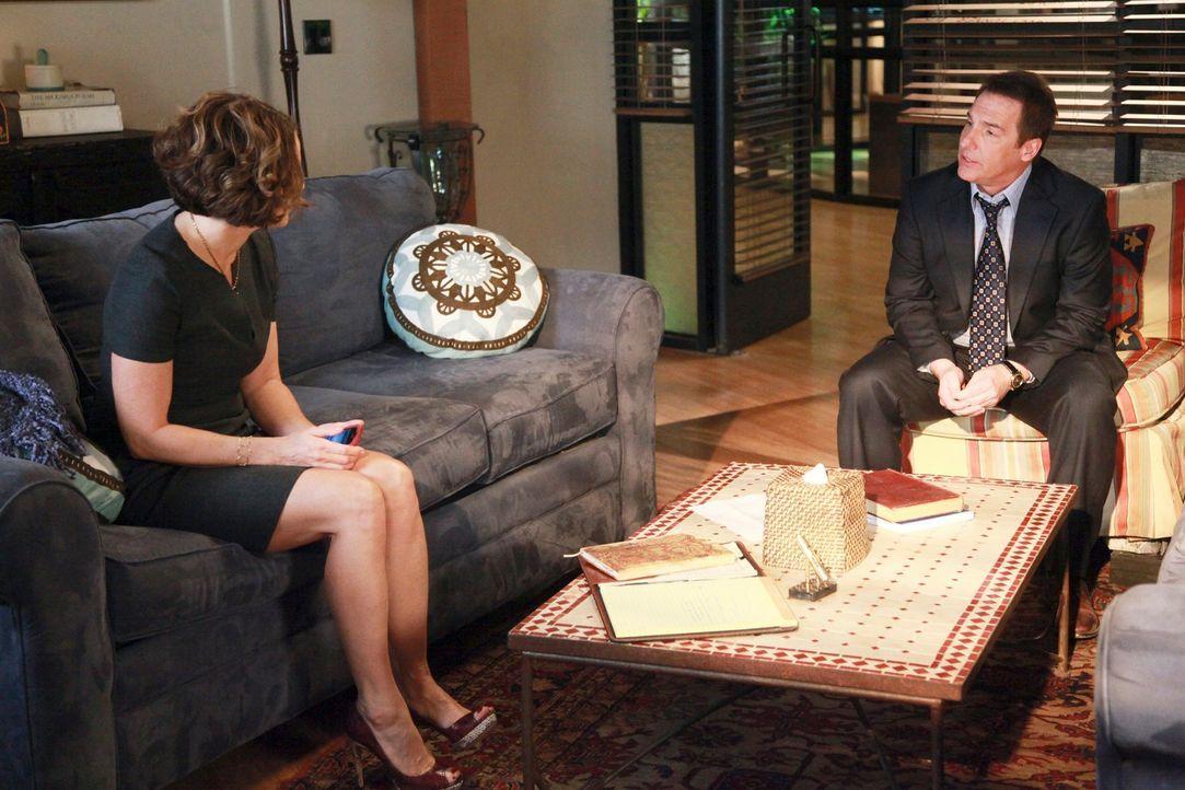 Während es Violet (Amy Brenneman, l.) und Pete schwer fällt, ihr Leben nach der Trennung zu meistern, kümmert sich  Sheldon (Brian Benben, r.) um... - Bildquelle: ABC Studios