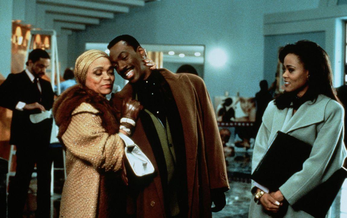 Die zwei Karrierefrauen Lady Eloise (Eartha Kitt, l.) und Jaqueline (Robin Givens, r.) erteilen dem Frauenhelden Marcus (Eddie Murphy, M.) eine wohl... - Bildquelle: Paramount Pictures