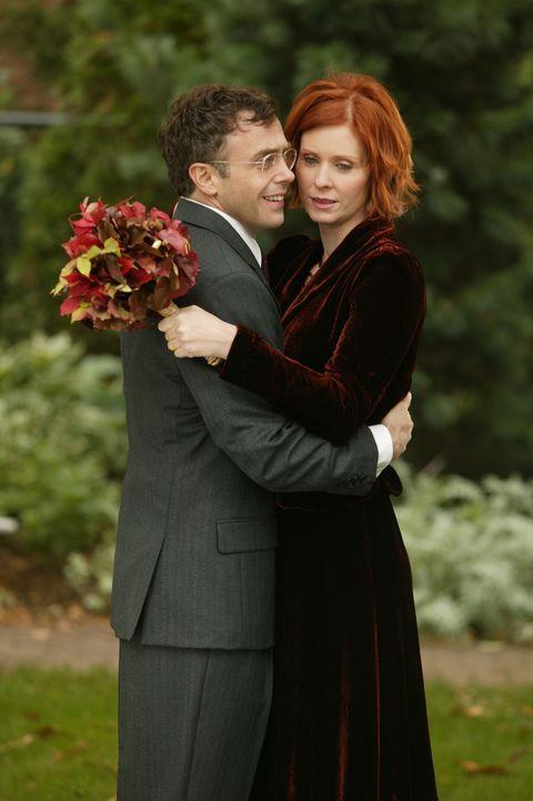 Gehen in den Hafen der Ehe ein: Miranda (Cynthia Nixon, r.) und Steve (David Eigenberg, l.) ... - Bildquelle: Paramount Pictures