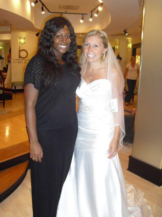 Ihre Familie würde Natalie (r.) gerne in einem Cinderella Kleid sehen, aber ist das wirklich das Richtige? - Bildquelle: Discovery Communications