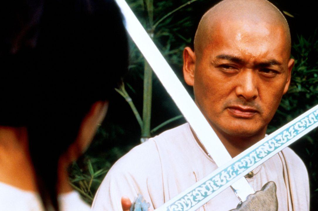 """Eines Tages beschließt der legendäre Krieger Li Mu Bai (Chow Yun-Fat), sein Jade-Schwert """"Grünes Schicksal"""" seinem Nachfolger zu übergeben. Da w... - Bildquelle: ARTHAUS Filmverleih"""