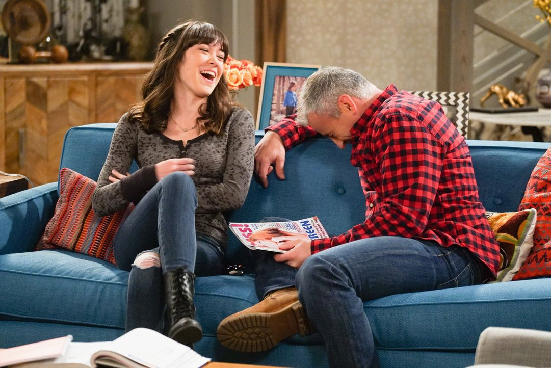 Noch albern sie rum - doch schon bald muss sich Adam (Matt LeBlanc, r.) mit einem Frauenproblem von Kate (Grace Kaufman, l.) rumschlagen ... - Bildquelle: Monty Brinton 2016 CBS Broadcasting, Inc. All Rights Reserved