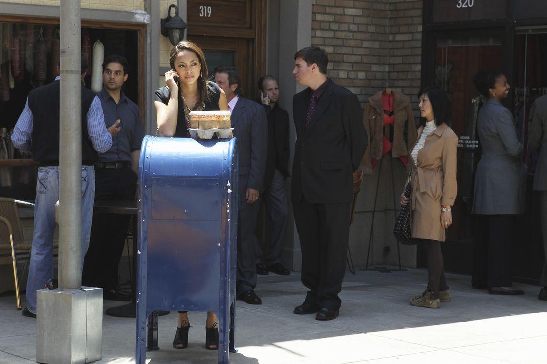 Ein neuer Lebensabschnitt beginnt: Ashleigh (Amber Stevens, vorne l.) zieht nach Manhattan, wo sie einen Job bekommen hat ... - Bildquelle: 2010 Disney Enterprises, Inc. All rights reserved.