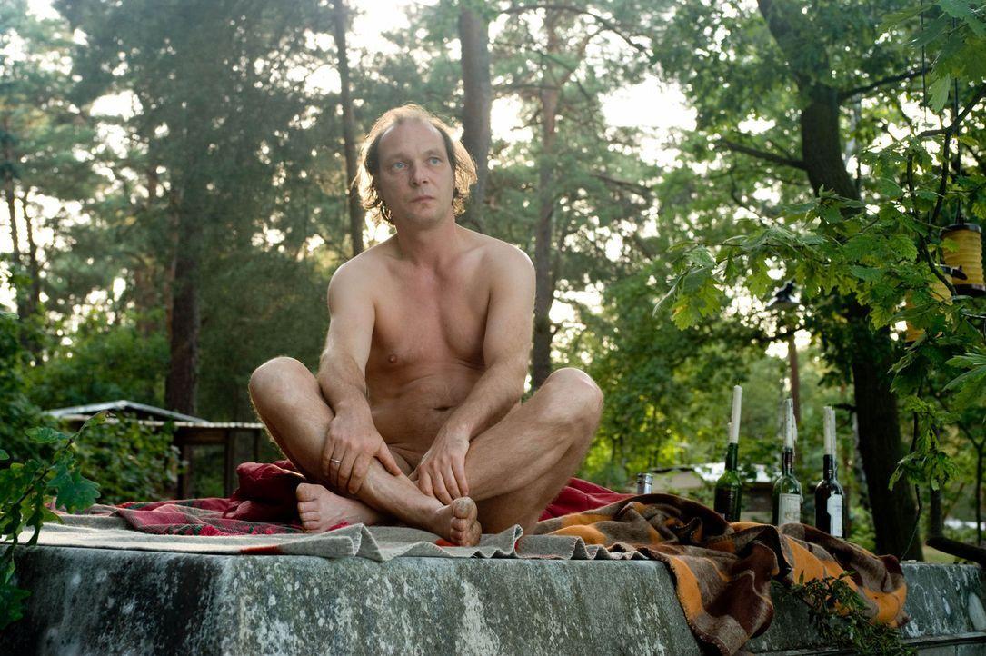 Erkennt erst spät, dass er seinem Sohn die Freiheit lassen muss, sich für oder gegen den Nudismus zu entscheiden: Helmut Steiner (Martin Brambach)... - Bildquelle: Sat.1