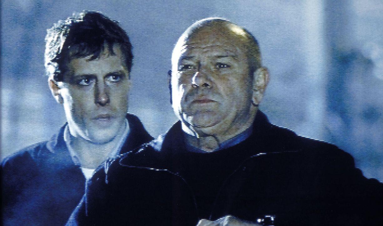 David Bornett (Klaus Löwitsch, r.) bittet Michael (Oliver Korittke, l.), Max zu überprüfen ... - Bildquelle: Meier