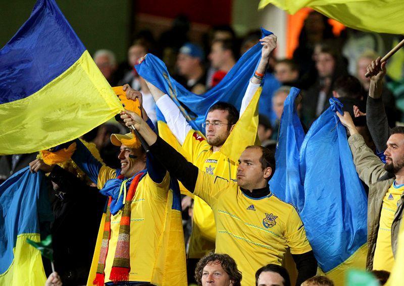 Ukraine_Fans-07-160429-dpa - Bildquelle: dpa
