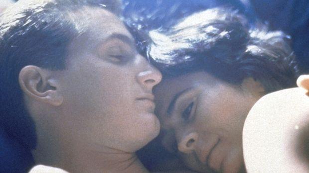 Die Liebe des Cops Danny (Sean Penn, l.) und Louisa (Maria Conchita Alonso, r...