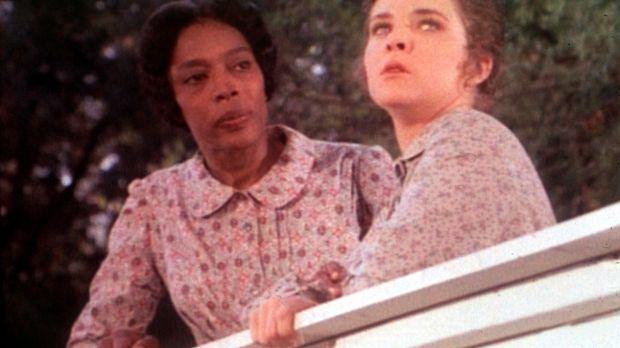 Hester Sue (Ketty Lester, l.) versucht, Mary (Melissa Sue Anderson, r.) über...