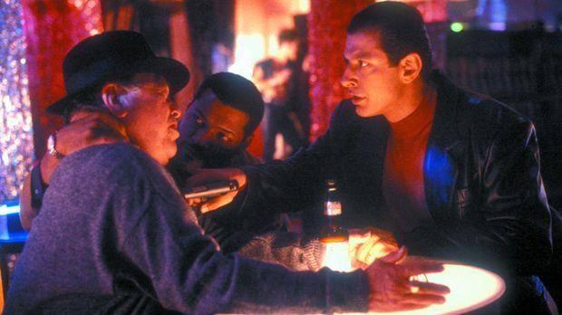 Undercover-Cop John Hull (Laurence Fishburne, M.) und der korrupte Anwalt Dav...