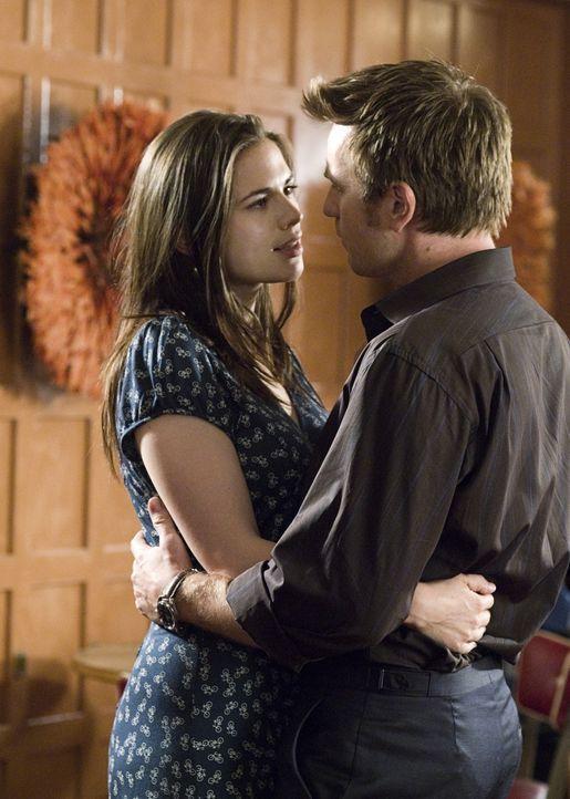 Ian (Ewan McGregor, r.) und Angela (Hayley Atwell, l.) sind total verliebt. Sie wollen gemeinsam nach Kalifornien ziehen, um Angelas Karriere voranz... - Bildquelle: Constantin Film