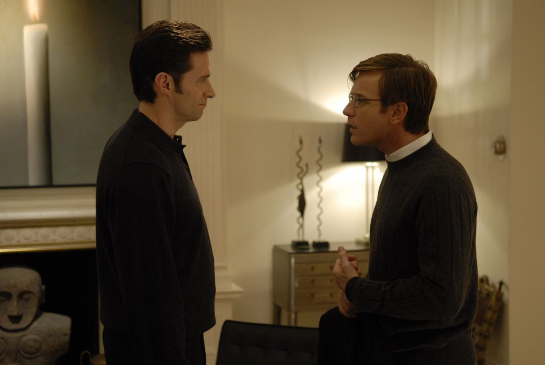 Wyatt Bose (Hugh Jackman, l.) macht Jonathan McQuarry (Ewan McGregor, r.) ein verlockendes Angebot, das er nicht abschlagen kann. Dass die Versuchun... - Bildquelle: 2007 The Tourist Pictures, LLC. All Rights reserved.