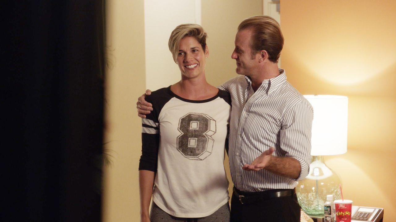 Während der Ermittlungen in einem neuen Fall, bekommt Danny (Scott Caan, r.) Besuch von seiner Schwester Bridget (Missy Peregrym, l.), die wegen ein... - Bildquelle: Norman Shapiro 2016 CBS Broadcasting, Inc. All Rights Reserved