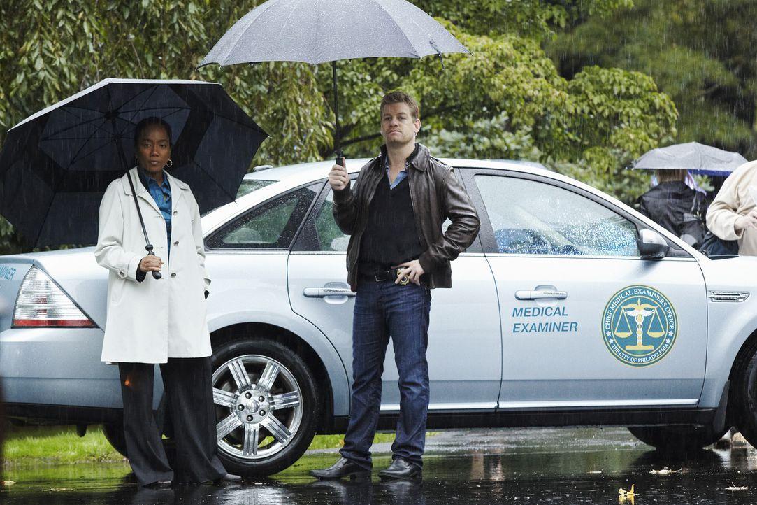 Ein neuer Todesfall beschäftigt Peter (Nicholas Bishop, r.) und Samantha (Sonja Sohn, l.) ... - Bildquelle: ABC Studios