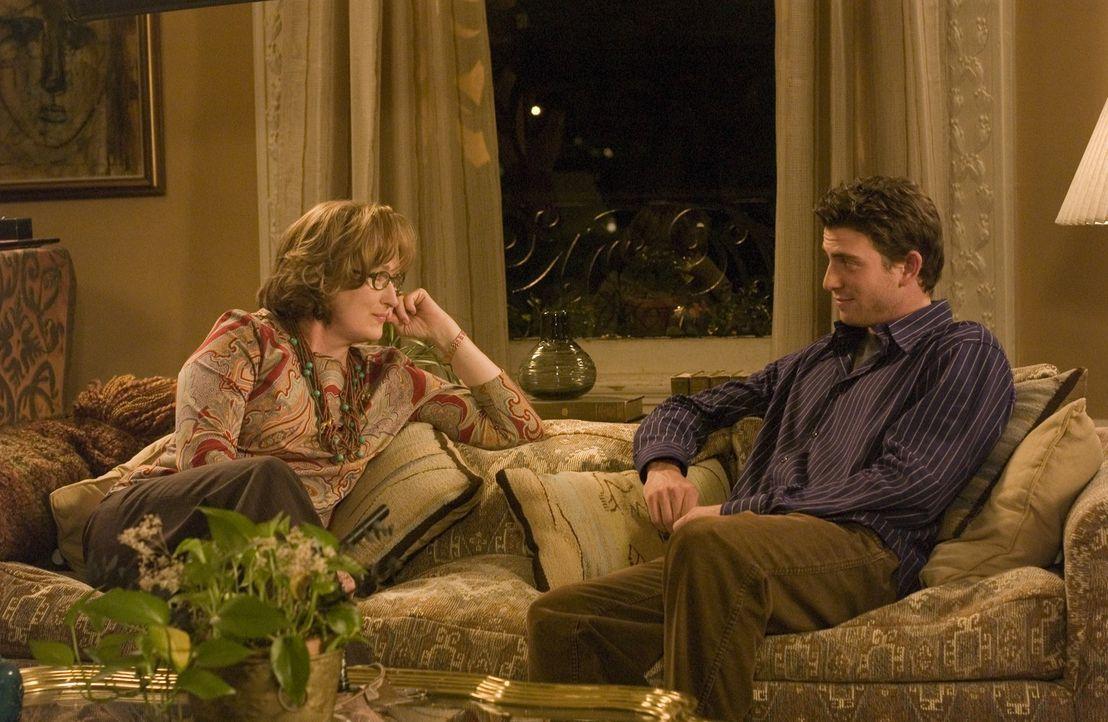 David (Bryan Greenberg, r.) beichtet seiner Mutter (Meryl Streep, l.), dass er sich unsterblich in eine viel ältere, nicht jüdische Frau verliebt ha... - Bildquelle: TOBIS FILM