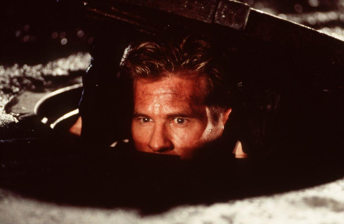 Ertappt! Simon Templer (Val Kilmer) arbeitet am liebsten im Verborgenen ... - Bildquelle: Paramount Pictures