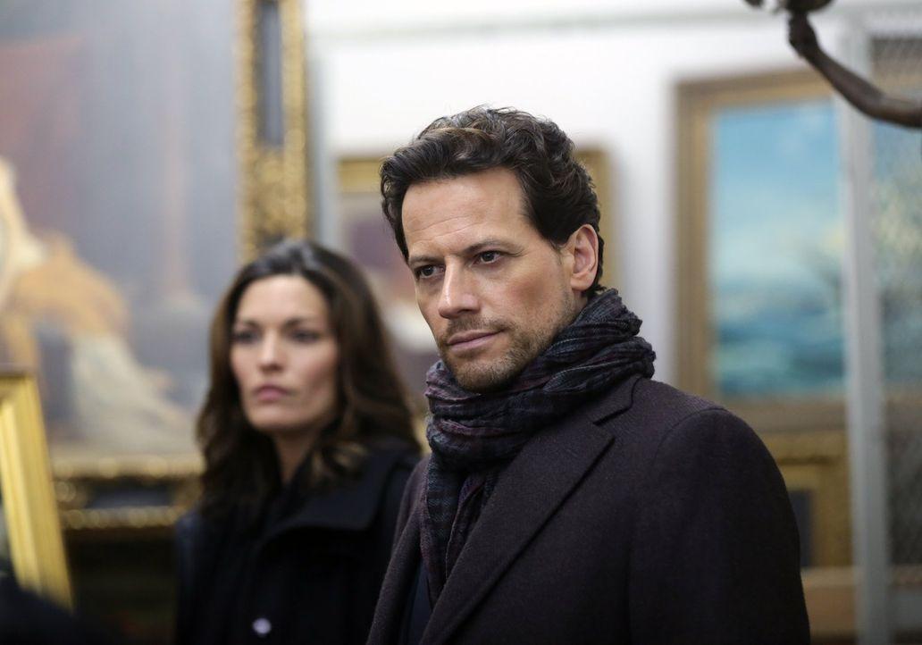 Nicht nur der letzte Mordfall beschäftigt Henry (Ioan Gruffudd, r.) und Jo (Alana De La Garza, l.), sie sind außerdem einem Kunsträuber auf der Spur... - Bildquelle: Warner Bros. Television