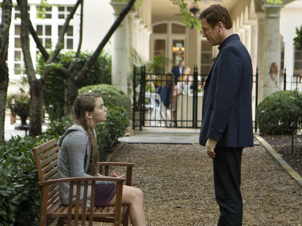 Während Saul hofft, von Aileen zielführende Informationen über den Anschlag zu bekommen, hat Dana (Morgan Saylor, l.) eine schlecht Nachricht fü... - Bildquelle: 20th Century Fox International Television