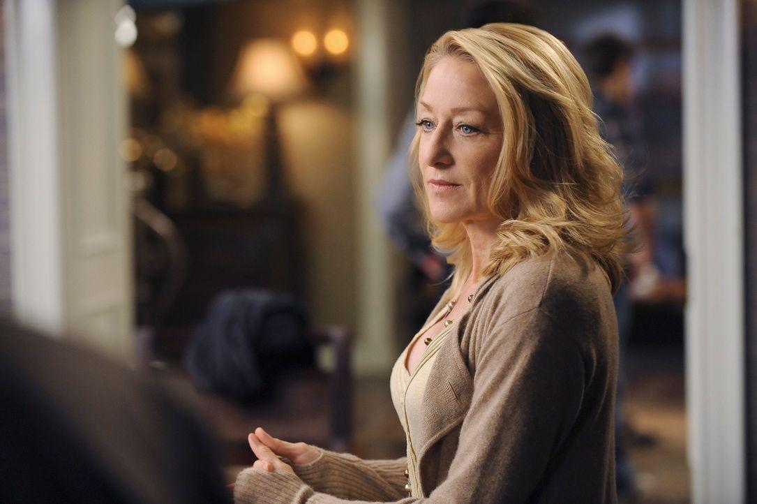 Holly (Patricia Wettig) muss nach dem Desaster mit dem neuen Wein feststellen, dass sie die Hochzeit nicht mehr bezahlen kann ... - Bildquelle: 2009 American Broadcasting Companies, Inc. All rights reserved.