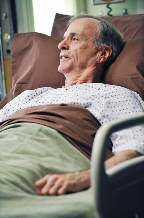 Wird ins Seattle Grace Hospital eingeliefert: der berühmte Dr. Harper Avery (Chelcie Ross) ... - Bildquelle: Touchstone Television