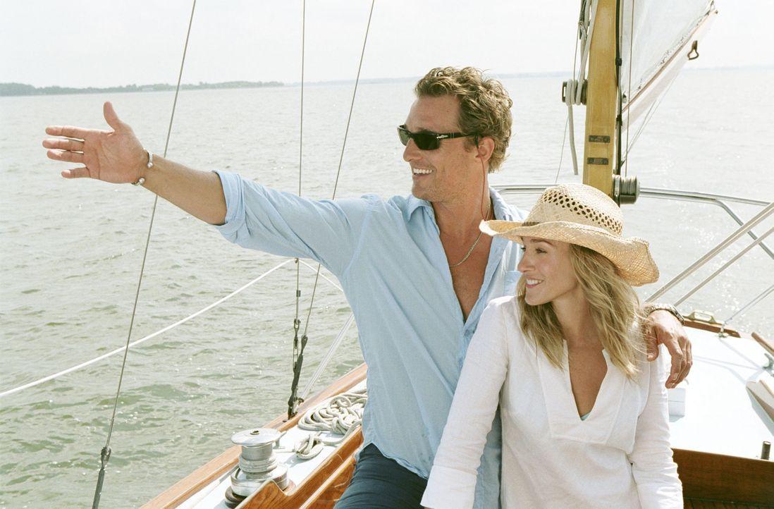Anfangs ist es nur ein Job für Paula (Sarah Jessica Parker, r.), doch nach und nach bemerkt sie, dass sie sich in Tripp (Matthew McConaughey, l.) ve... - Bildquelle: TM &   Paramount Pictures. All Rights Reserved.