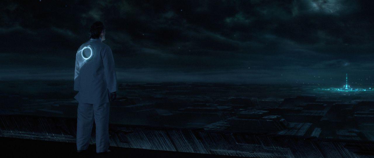 Verzweifelt schaut Kevin Flynn (Jeff Bridges) auf sein Werk, doch das ständige Streben nach Vollkommenheit wird alle Wunder zerstören ... - Bildquelle: Disney Enterprises, Inc.  All rights reserved