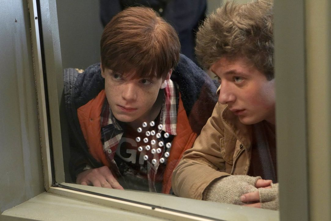 Welcher der drei Brüder ist Ians (Cameron Monaghan, l.) leiblicher Vater und weshalb ist Lip (Jeremy Allen White, r.) so besessen davon, das herausz... - Bildquelle: 2010 Warner Brothers