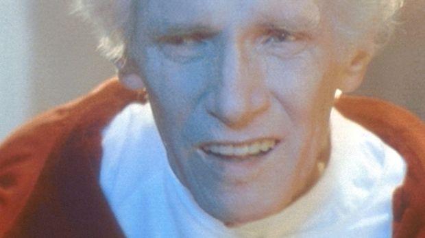 An der Schwelle zum Tod fordert der hundertzweijährige Mulitmillionär Harlan...