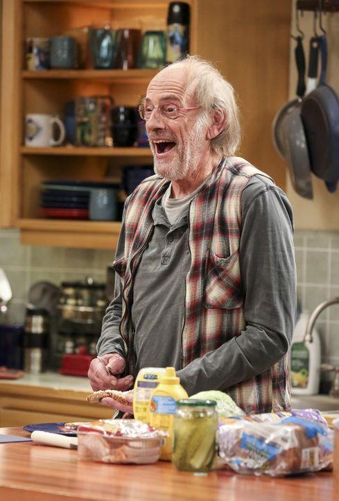 Versucht, den Konflikt zwischen Leonard und Sheldon zu lösen: Theodore (Christopher Lloyd). Doch dann fangen auch noch Raj und Stuart an, sich zu st... - Bildquelle: 2016 Warner Brothers