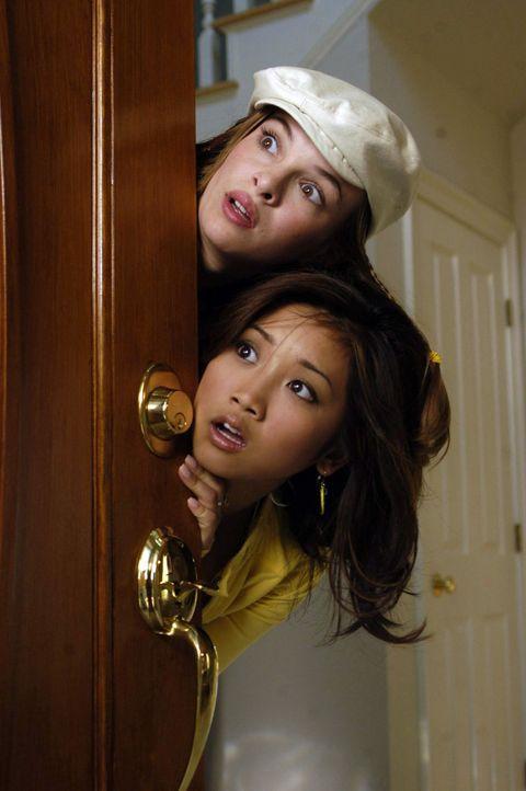 Die beiden Freundinnen Brittany (Danielle Panabaker, l.) und Natasha (Brenda Song, r.) leben in einem langweiligen Vorort. Eines Tages geschieht ein... - Bildquelle: The Disney Channel