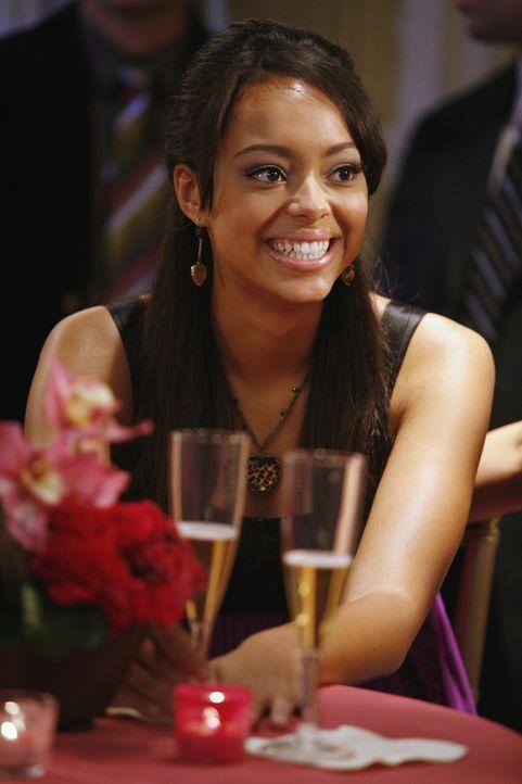 Freut sich auf den bevorstehenden Verbindungsball: Ashleigh (Amber Stevens) ... - Bildquelle: ABC Family