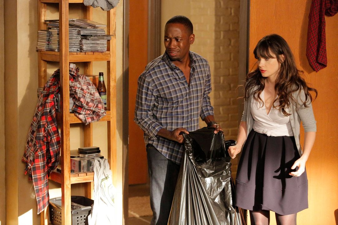 Jess (Zooey Deschanel, r.) und Winston (Lamorne Morris, l.) lernen neue Seiten aneinander kennen, während Nick in der Bar eine Frau kennenlernt, für... - Bildquelle: 2012 Twentieth Century Fox Film Corporation. All rights reserved.