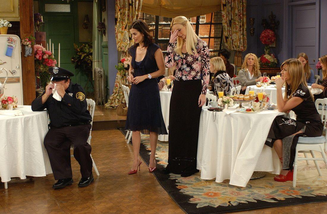 Rachel (Jennifer Aniston, r.), Phoebe (Lisa Kudrow, 2.v.r.) und Monica (Courteney Cox, 2.v.l.) haben keine Ahnung, was mit Stripper Roy (Danny DeVit... - Bildquelle: 2003 Warner Brothers International Television