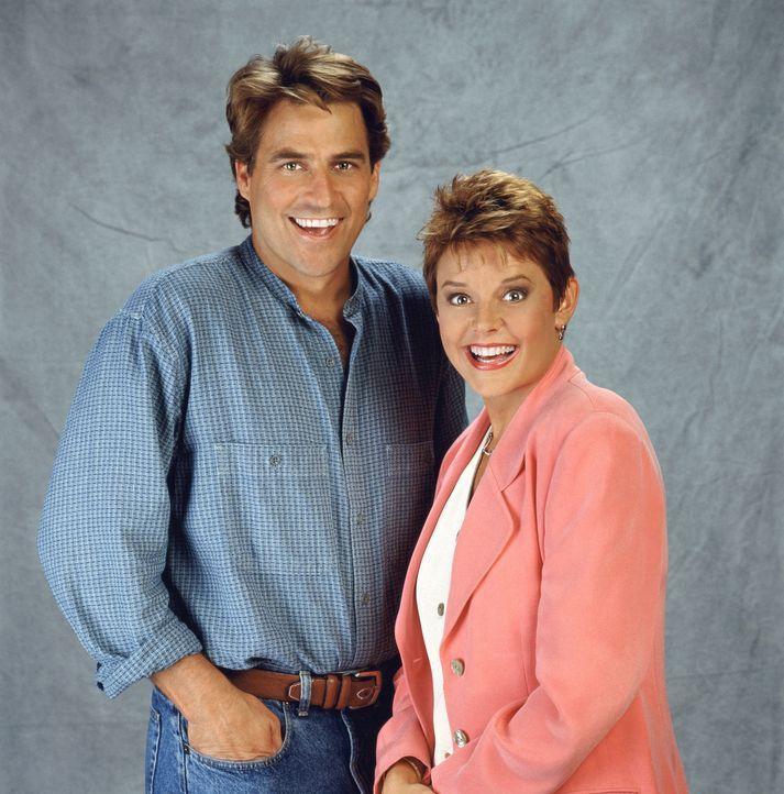 (10. Staffel) - In ihrer Beziehung hat Jeffersons (Ted McGinley, l.) Frau Marcy (Amanda Bearse, r.) die Hosen an ... - Bildquelle: Sony Pictures Television International. All Rights Reserved.