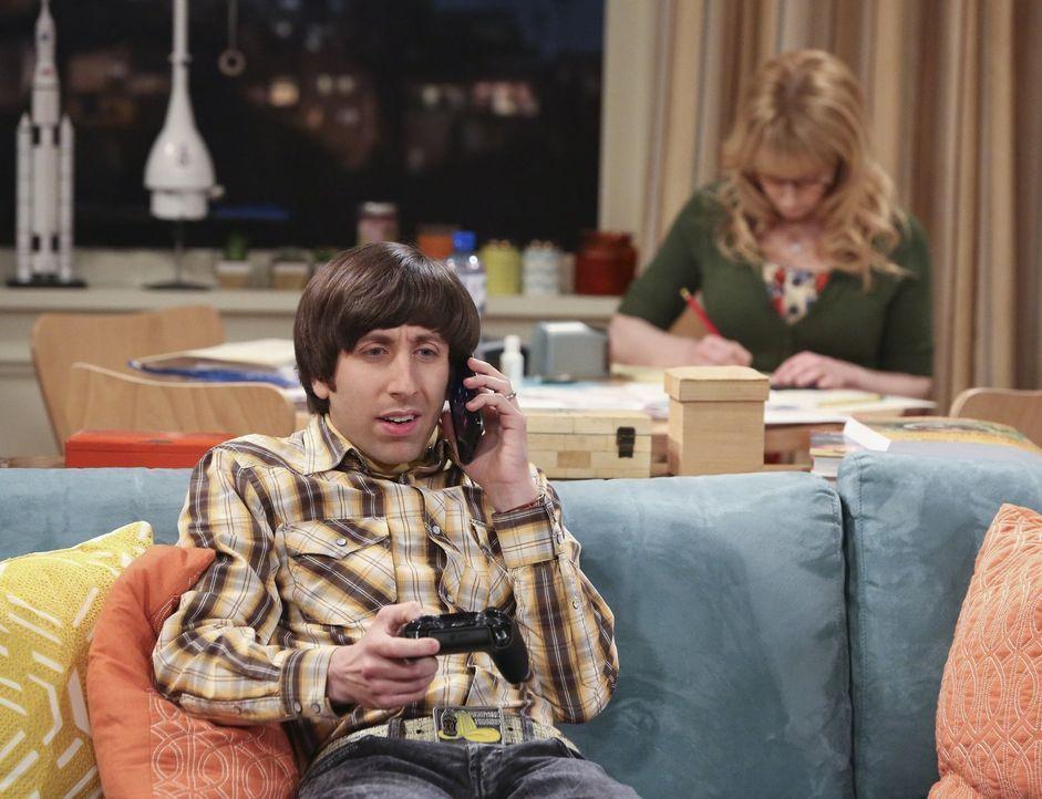 Während sich Bernadette (Melissa Rauch, r.) um die Steuer kümmert, bekommt Howard (Simon Helberg, l.) einen Anruf von Raj, der in Emilys Abwesenheit... - Bildquelle: Warner Bros. Television