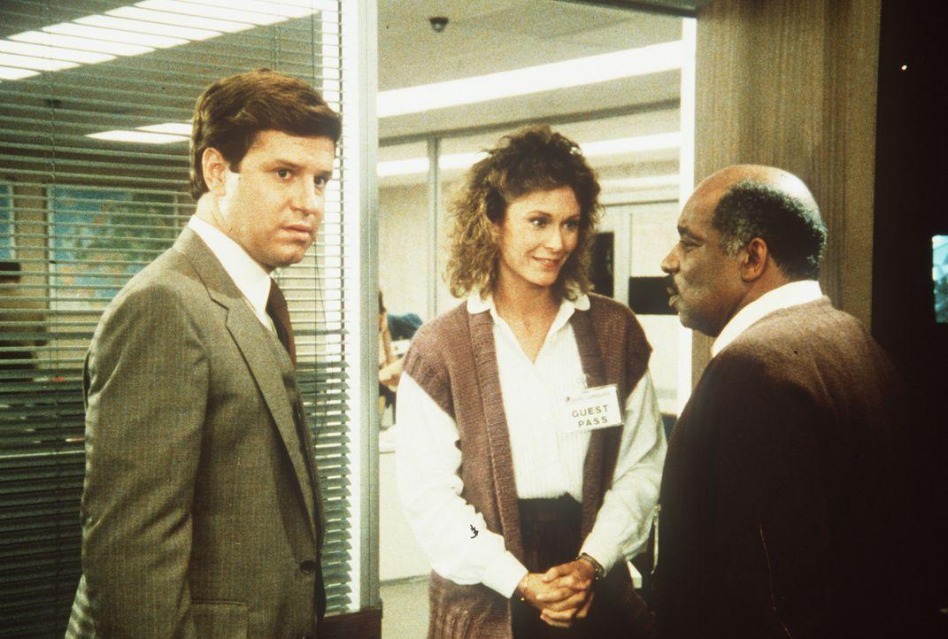Holt (Fred McCarren, l.), Assistent eines Senators, arbeitet in Wahrheit für eine Untergrundorganisation. Unglücklicherweise ahnen davon Amanda (Kat... - Bildquelle: CBS Television