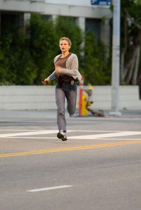 Gemeinsam mit ihren Kollegen versucht Brenda (Kyra Sedgwick), einen gefährlichen Heckenschützen zu stoppen ... - Bildquelle: Warner Bros. Television