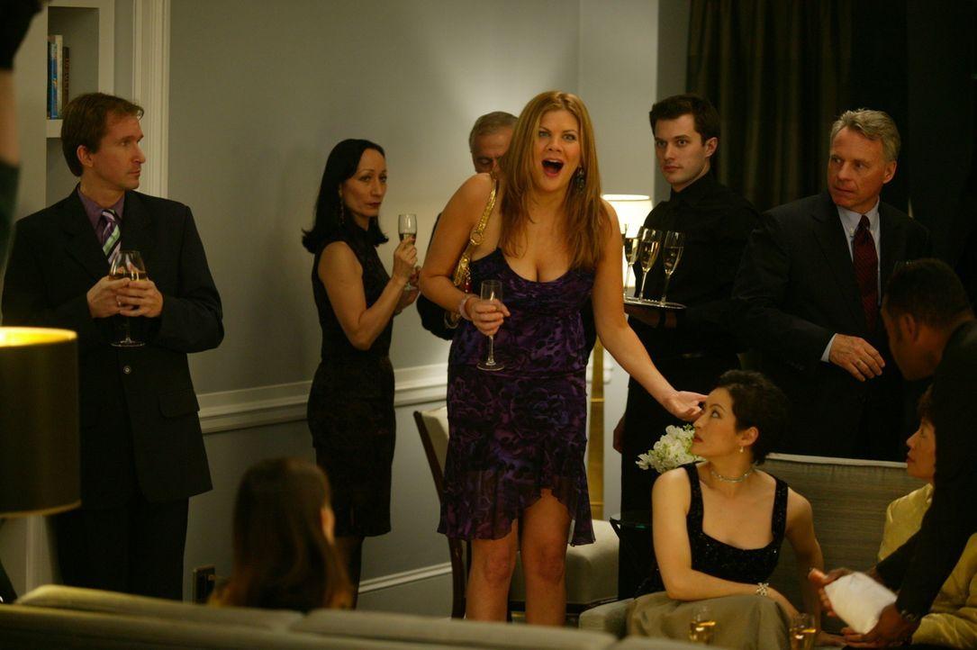 Zufällig trifft Carrie nach langen Jahren auf Lexi (Kristen Johnston, M.), eine alte Bekannte, die mittlerweile 40 ist, sich aber immer noch wie ei... - Bildquelle: Paramount Pictures