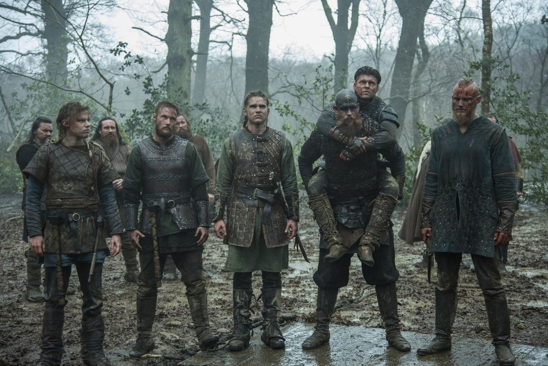 Ragnars Plan scheint in Erfüllung zugehen, als die Wikingerarmee um Ivar (Alex Høgh Andersen, vorne 2.v.r.), Ubbe (Jordan Patrick Smith, vorne 2.v.l... - Bildquelle: 2016 TM PRODUCTIONS LIMITED / T5 VIKINGS III PRODUCTIONS INC. ALL RIGHTS RESERVED.