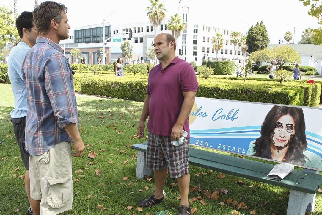Sind schockiert: Grayson (Josh Hopkins, l.), Bobby (Brian Van Holt, M.) und Andy (Ian Gomez, r.) ... - Bildquelle: 2010 ABC INC.