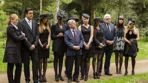 Hugo Egon Balder ist gestorben. Bei der Beisetzung nehmen Anne (Sonsee Neu, l...