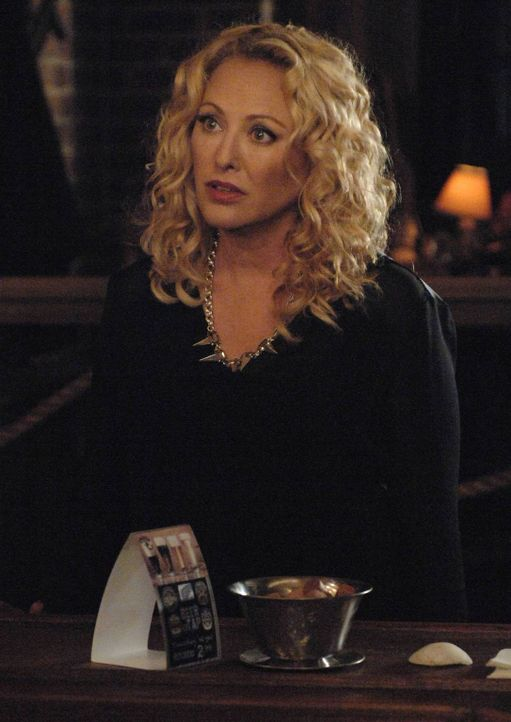 Ihr Plan ist es, Freya ihrer Kräfte zu berauben: Penelope Gardiner (Virginia Madsen) - Bildquelle: 2013 Lifetime Entertainment Services, LLC. All rights reserved.