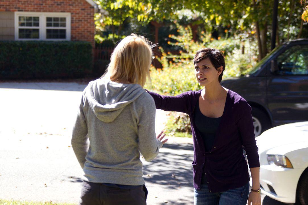 Nach der Begegnung mit Jessica (Morena Baccarin, r.) entscheidet sich Carrie (Claire Danes, l.) zu einer riskanten Therapie, die alles ändern wird... - Bildquelle: 20th Century Fox International Television